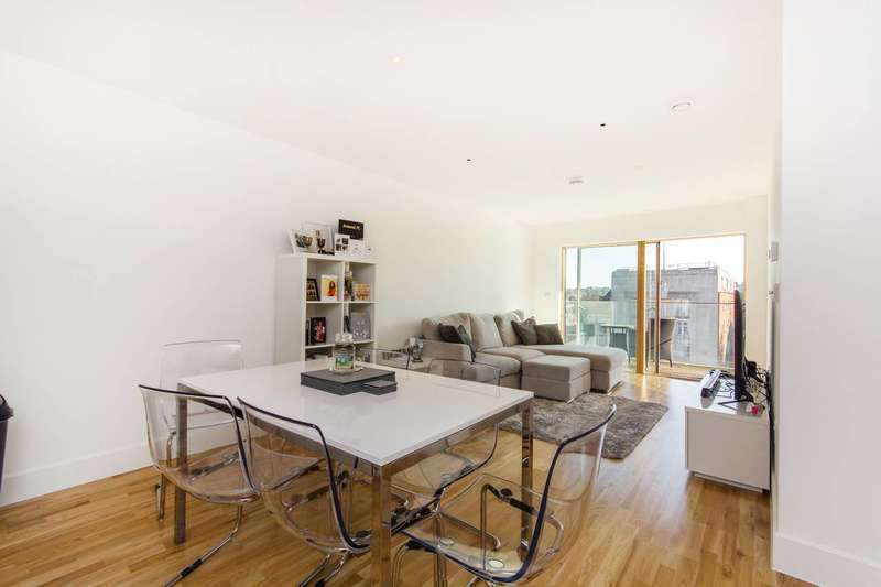 2 Bedrooms Flat for sale in Streatham High Road, Streatham, SW16