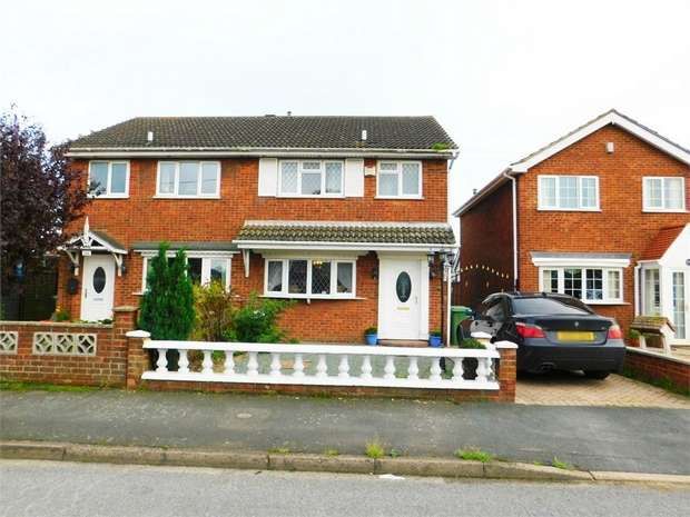 3 Bedrooms Semi Detached House for sale in Woodlands Avenue, Immingham, Lincolnshire