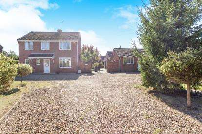 5 Bedrooms Detached House for sale in Saddlebow, Kings Lynn, Norfolk