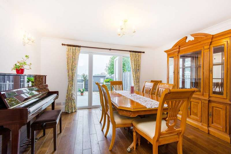 4 Bedrooms Terraced House for sale in Courtenay Avenue, Belmont, SM2