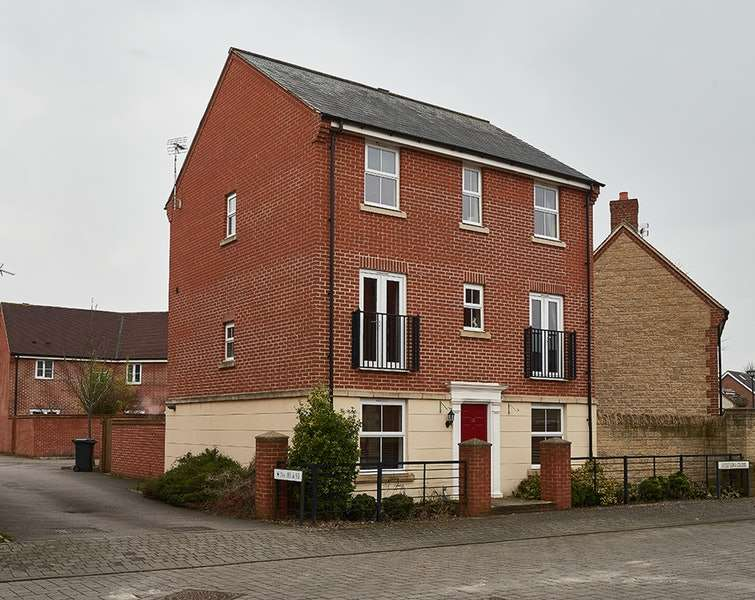 4 Bedrooms Detached House for sale in Melstock Road, Swindon, Wiltshire, SN25