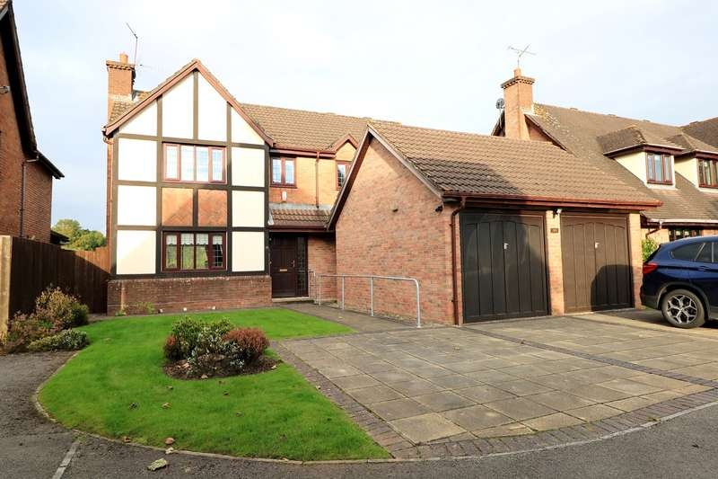 3 Bedrooms Detached House for sale in Candwr Park, Ponthir, NEWPORT, NP18