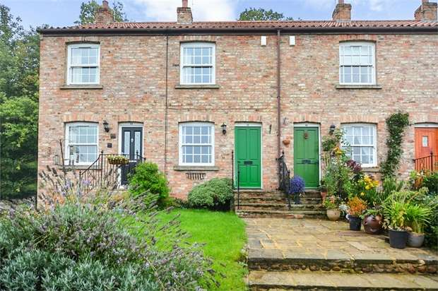 2 Bedrooms Terraced House for sale in Ure Bank Terrace, Ripon, North Yorkshire