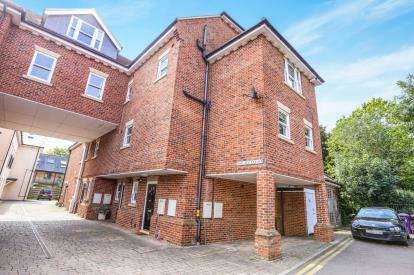 2 Bedrooms Maisonette Flat for sale in Wallace Court, Bancroft, Hitchin, Hertfordshire