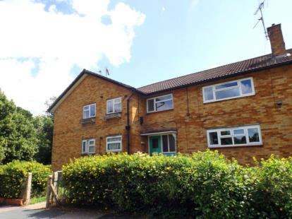 2 Bedrooms Flat for sale in The Phillipers, Watford, Hertfordshire