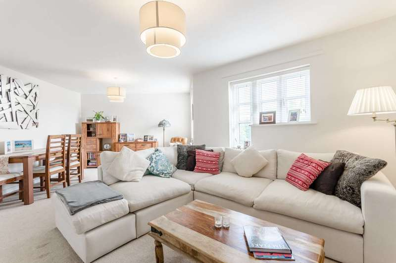 2 Bedrooms Flat for sale in Falmouth Way, Walthamstow, E17