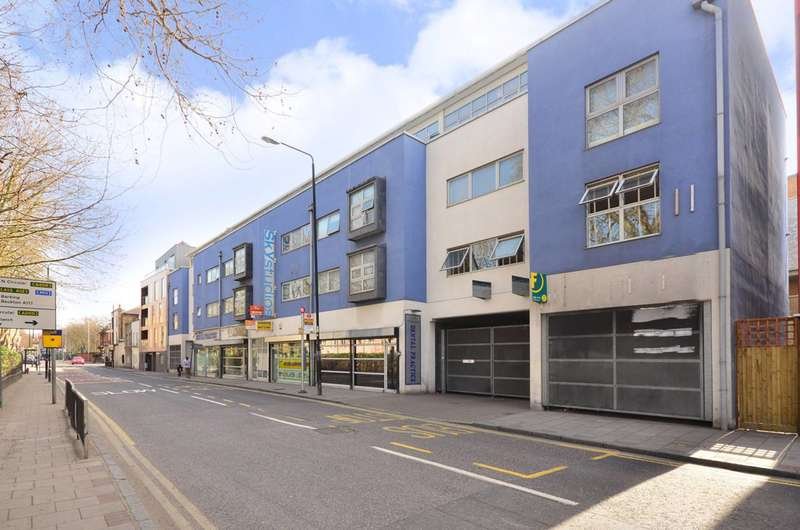 2 Bedrooms Flat for sale in Albert Road, Docklands, E16