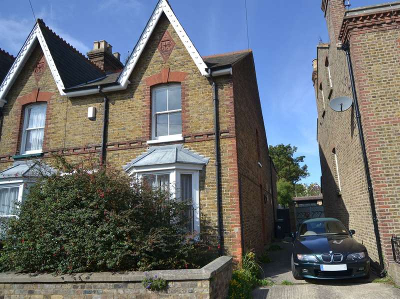 2 Bedrooms Terraced House for sale in Clifton Road, Whitstable