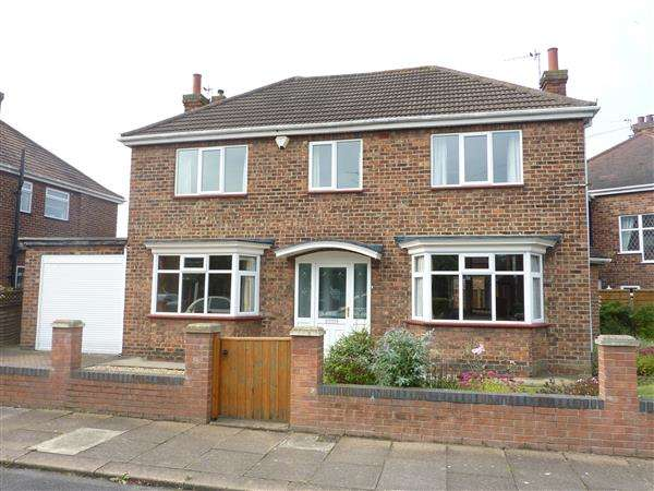 4 Bedrooms Detached House for sale in ROUNDWAY, GRIMSBY