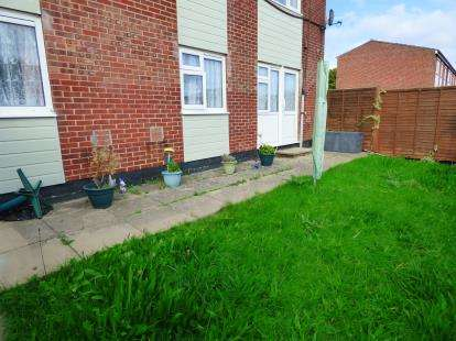 2 Bedrooms Flat for sale in Waterlooville, Hampshire