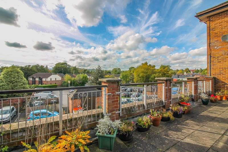 1 Bedroom Flat for sale in Linden Drive, Liss