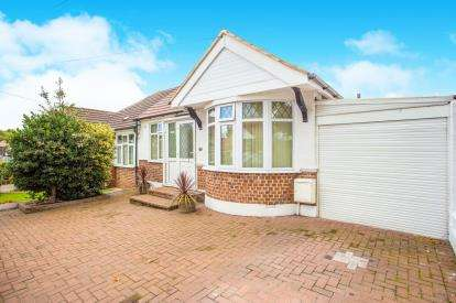3 Bedrooms House for sale in Farndale Crescent, Greenford, Middlesex, Greater London