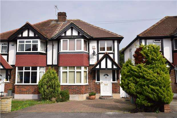 3 Bedrooms Semi Detached House for sale in River Gardens, CARSHALTON, Surrey, SM5 2NH