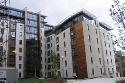 2 Bedrooms Flat for rent in Waterfront Plaza, City Centre
