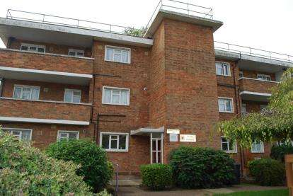 2 Bedrooms Flat for sale in Campbell Court, Church Lane, London, Uk