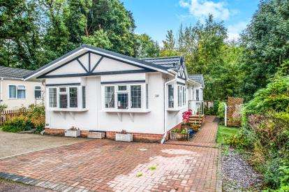 2 Bedrooms Mobile Home for sale in Scatterdells Park, Scatterdells Lane, Chipperfield, Kings Langley