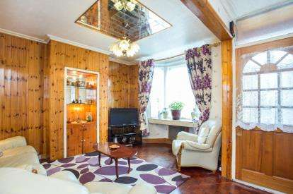 3 Bedrooms Terraced House for sale in Queens Road, Southall, Middlesex, Greater London