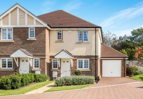 3 Bedrooms Semi Detached House for sale in Tadworth, Surrey