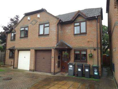 4 Bedrooms Semi Detached House for sale in Throop, Bournemouth, Dorset