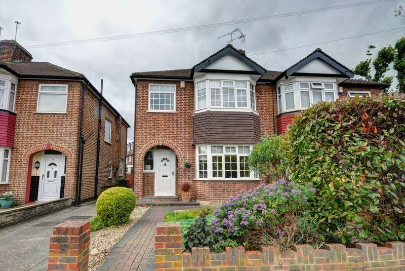 3 Bedrooms Semi Detached House for sale in Lynmouth Avenue, Enfield, Middlesex, EN1