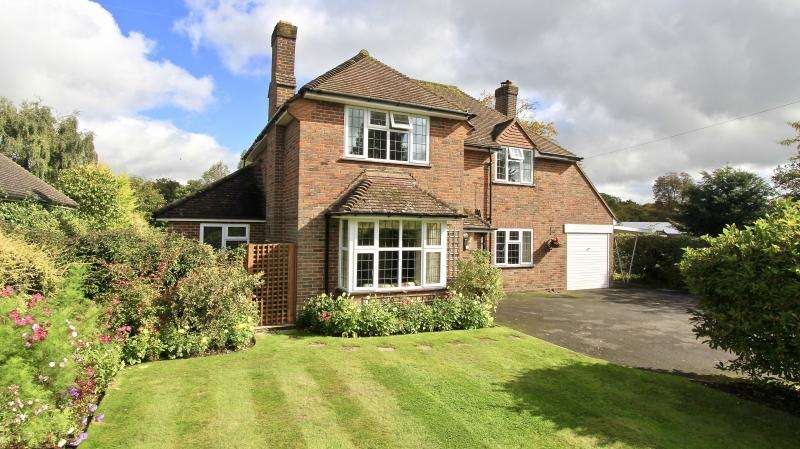 4 Bedrooms Detached House for sale in Wycombe Road, Prestwood HP16