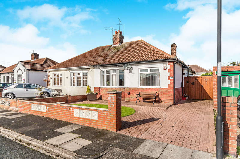 2 Bedrooms Semi Detached Bungalow for sale in Huntcliffe Gardens, Newcastle Upon Tyne, NE6