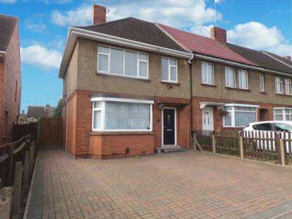 3 Bedrooms End Of Terrace House for sale in The Hedges, Higham Ferrers, Rushden, .
