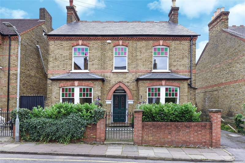 4 Bedrooms Detached House for sale in Myddleton Road, Uxbridge, Middlesex, UB8