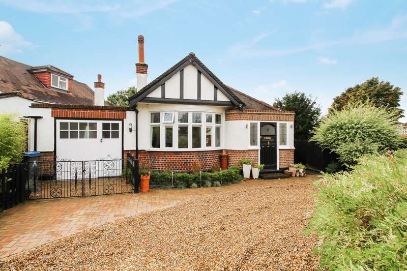 3 Bedrooms Detached Bungalow for sale in Grand Avenue, Surbiton