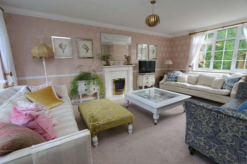 4 Bedrooms Detached House for sale in Frankton Avenue, Haywards Heath, West Sussex, RH16 3QX