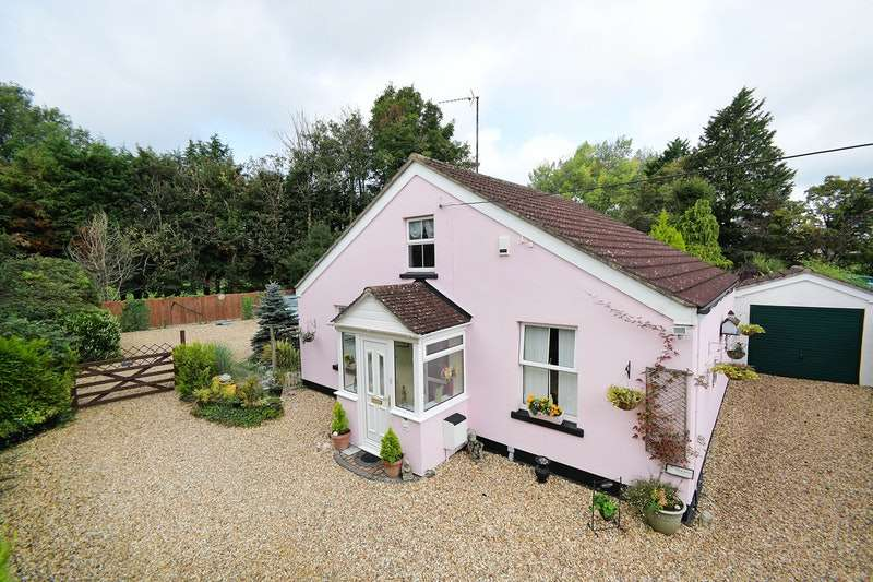 3 Bedrooms Bungalow for sale in Beanacre, Beanacre (Village), Wiltshire, SN12