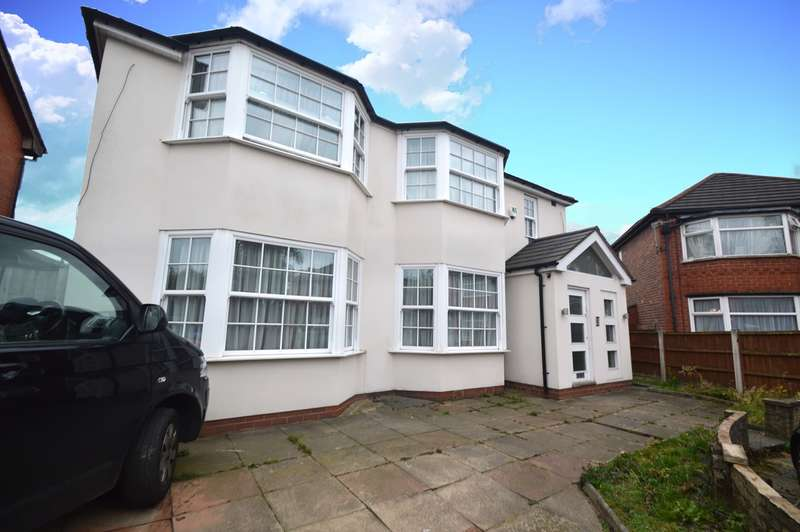 4 Bedrooms Detached House for sale in Dellcot Close, Prestwich, Manchester, M25