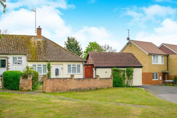 2 Bedrooms Bungalow for sale in Bookham, Leatherhead, Surrey