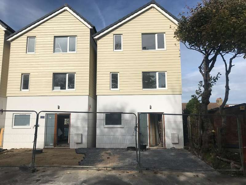 5 Bedrooms Detached House for rent in Bevendean Road, Brighton, East Sussex, BN2 4FN