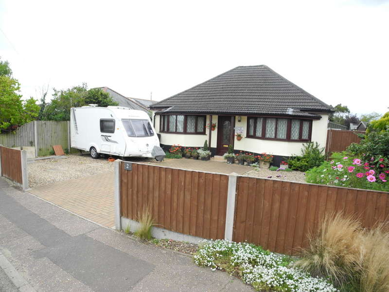 2 Bedrooms Detached Bungalow for sale in Yarmouth Road, Kirby Cane, Bungay