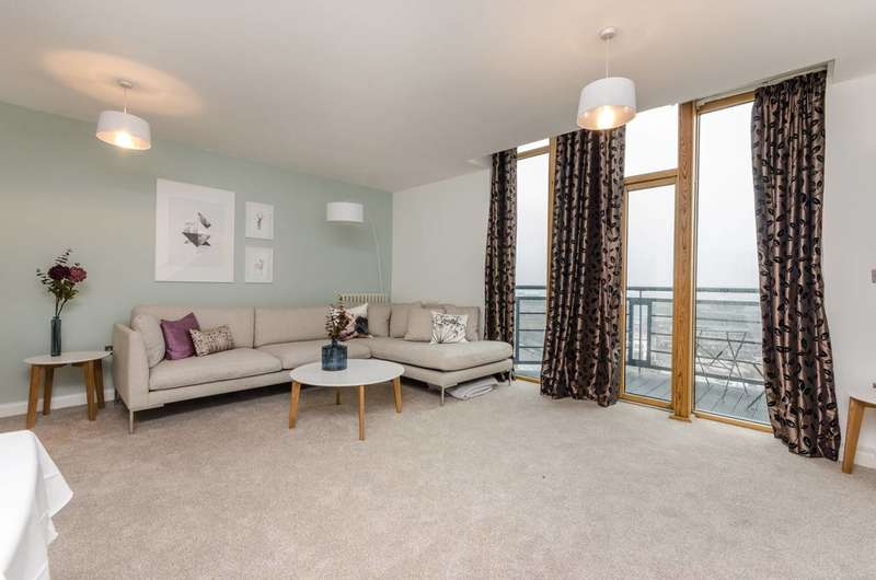 1 Bedroom Flat for sale in Western Beach Apartments, Royal Docks, E16