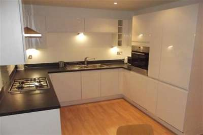 2 Bedrooms Flat for rent in The Crescent, Hannover Quay