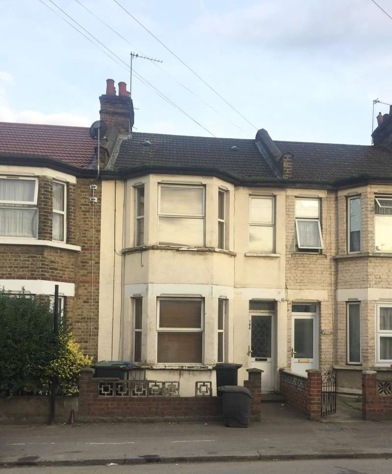 3 Bedrooms Terraced House for sale in Montagu Road, Edmonton, London, N18 2NP