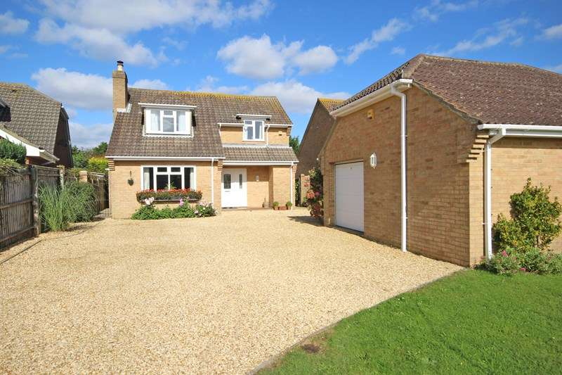 4 Bedrooms Chalet House for sale in Milton Grove, New Milton