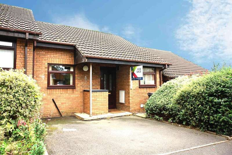 2 Bedrooms Semi Detached Bungalow for sale in Woodfield Close, Werneth, Oldham