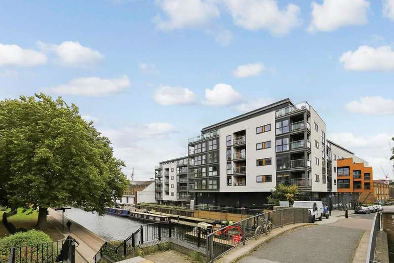 2 Bedrooms Flat for sale in Shepherdess Walk, London N1