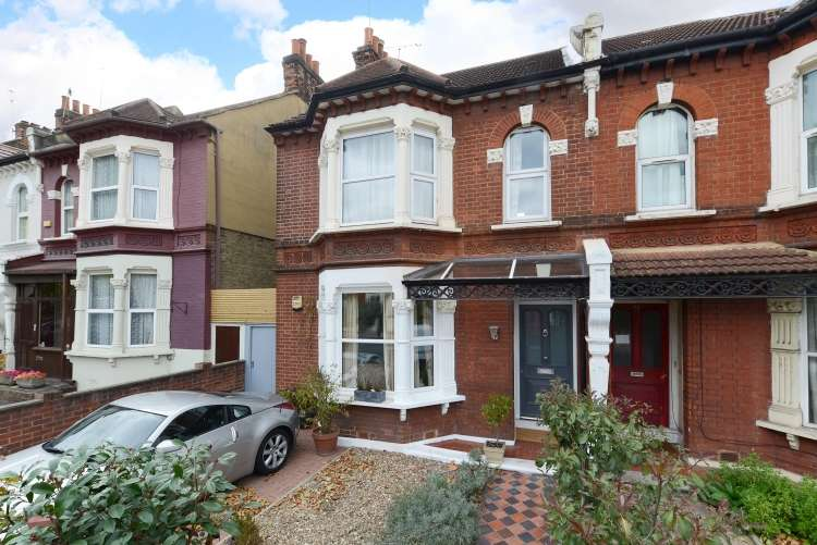 4 Bedrooms Terraced House for sale in Little Heath Charlton SE7