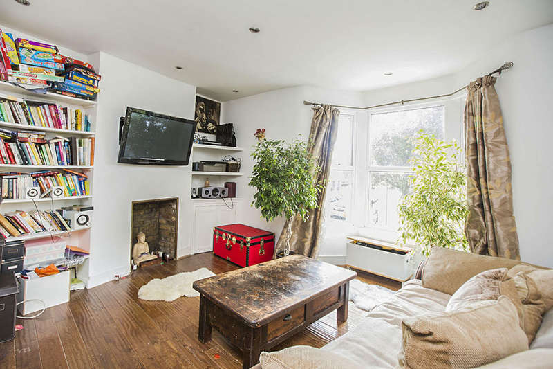 2 Bedrooms Flat for sale in Chadwin Road, London, E13