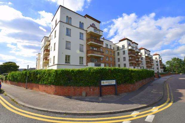 4 Bedrooms Flat for sale in Boscombe Spa, Bournemouth, Dorset, BH5