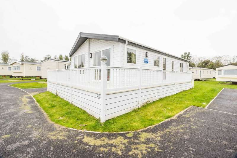 3 Bedrooms Lodge Character Property for sale in Corton, Lowestoft, Suffolk
