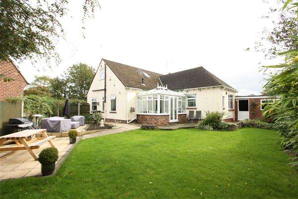 4 Bedrooms Detached Bungalow for sale in Hillcrest Drive, Little Sutton