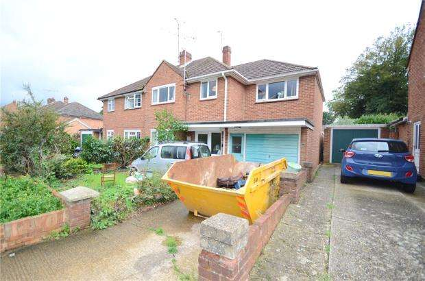 4 Bedrooms Semi Detached House for sale in Falstaff Avenue, Earley, Reading