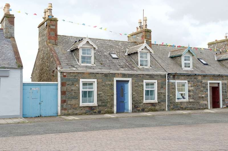 4 Bedrooms Semi Detached House for sale in 10 The Square, Port William, DG8 9SE
