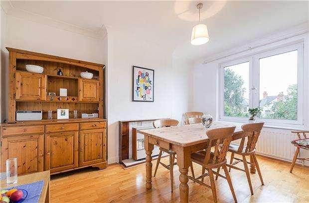 3 Bedrooms Semi Detached House for sale in Moreton Road, WORCESTER PARK, Surrey, KT4 8EY