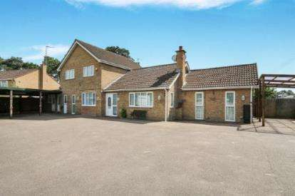 4 Bedrooms Detached House for sale in Field Road, Mildenhall, Bury St. Edmunds